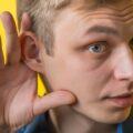 ragazzo orecchio ipoacusia non sentire bene
